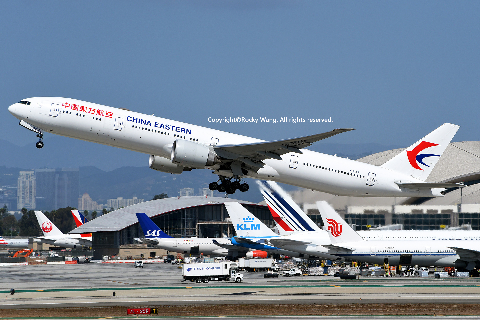 [原创]随便来一组 不凑30图了 BOEING 777-39PER B-2003 Los Angeles Int'l Airport