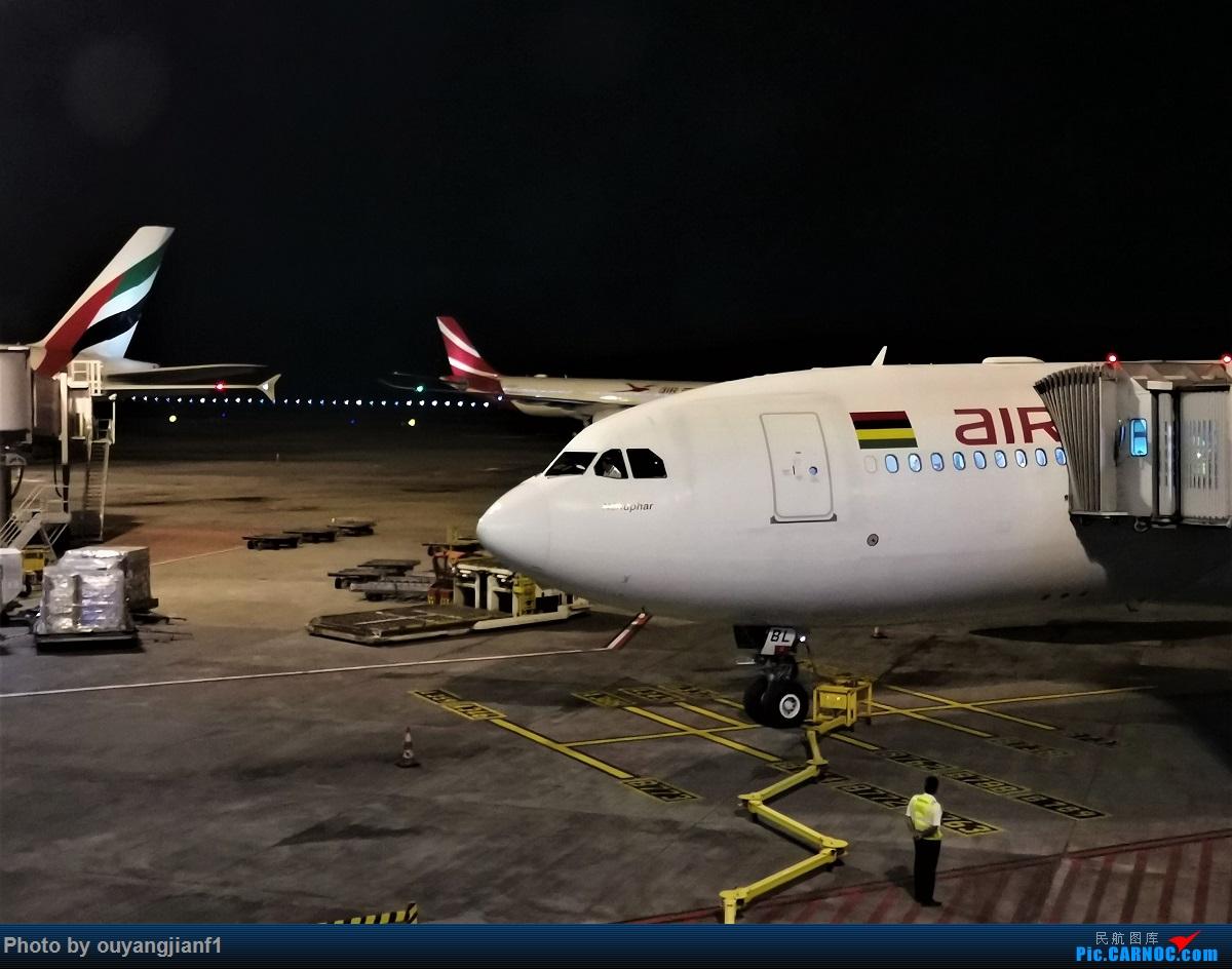 Re:[原创]终于有时间歇下来,可以好好总结一下2019年的飞机游记了,第三段,在新加坡参观星耀樟宜,在非洲穿行毛里求斯,在欧洲俯瞰大巴黎,第一次体验毛航359之旅1 AIRBUS A330-200 3B-NBL 毛里求斯毛里求斯机场