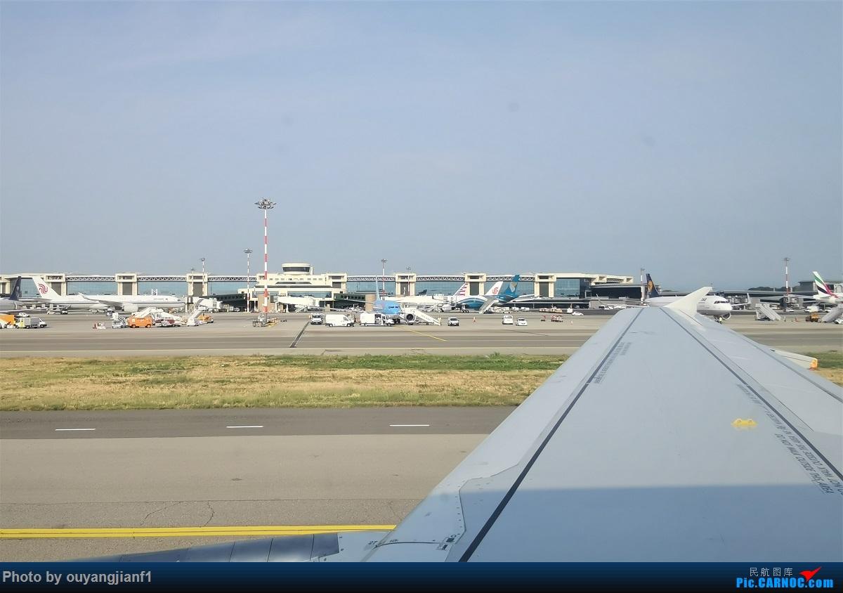 Re:[原创]终于有时间歇下来,可以总结一下2019年飞机游记了,第四段,十七天八国十一飞,跨越欧洲、非洲大陆,偶遇塞尔维亚篮球队,探秘古埃及!解锁塞尔维亚航、爱琴海、埃及航    意大利米兰马尔本萨机场