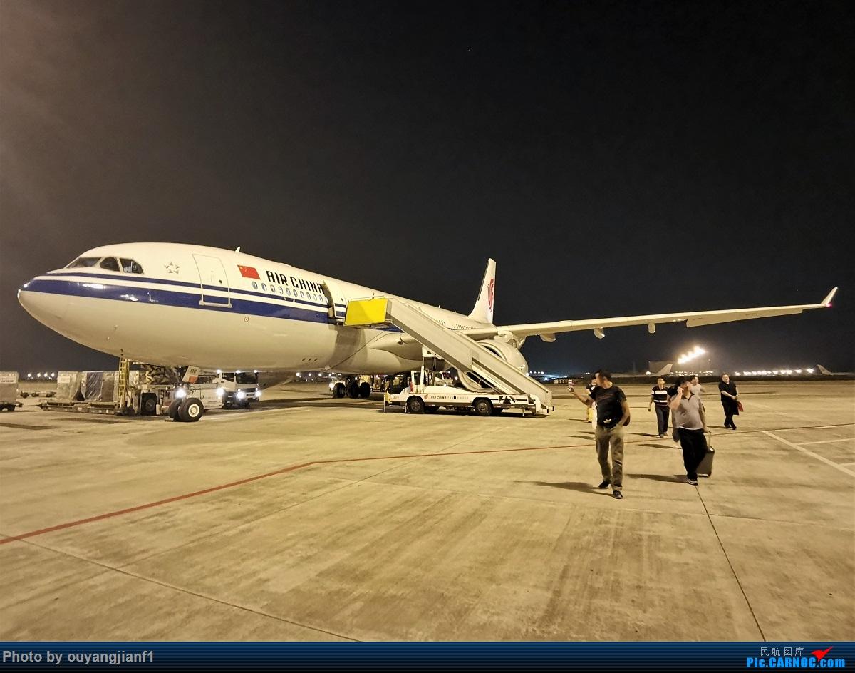 Re:[原创]终于有时间歇下来,可以总结一下2019年飞机游记了,第五段,最疯狂的飞行,十二天内十二飞,五万公里穿越亚、欧、美,去往地球另一端拉美世界的第二次环球飞行! AIRBUS A330-200 B-6130 中国北京首都国际机场