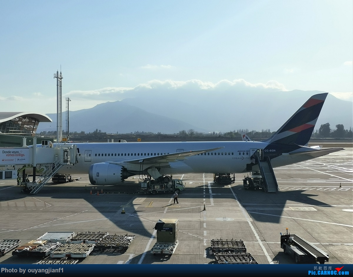 Re:[原创]终于有时间歇下来,可以总结一下2019年飞机游记了,第五段,最疯狂的飞行,十二天内十二飞,五万公里穿越亚、欧、美,去往地球另一端拉美世界的第二次环球飞行! BOEING 787-9 CC-BGN 智利圣地亚哥机场