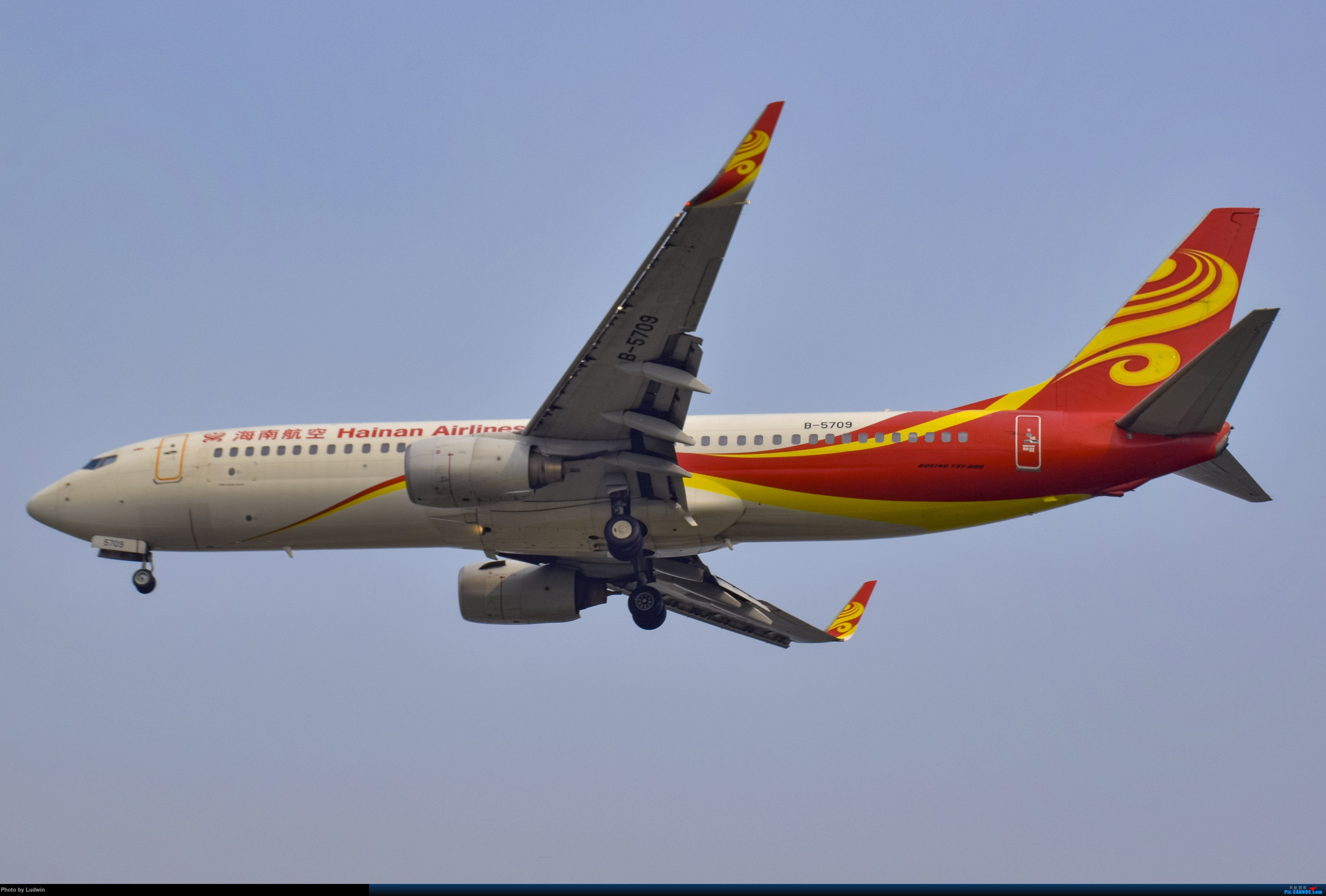Re:[原创]没有地景系列 BOEING 737-800 B-5709 中国重庆江北国际机场