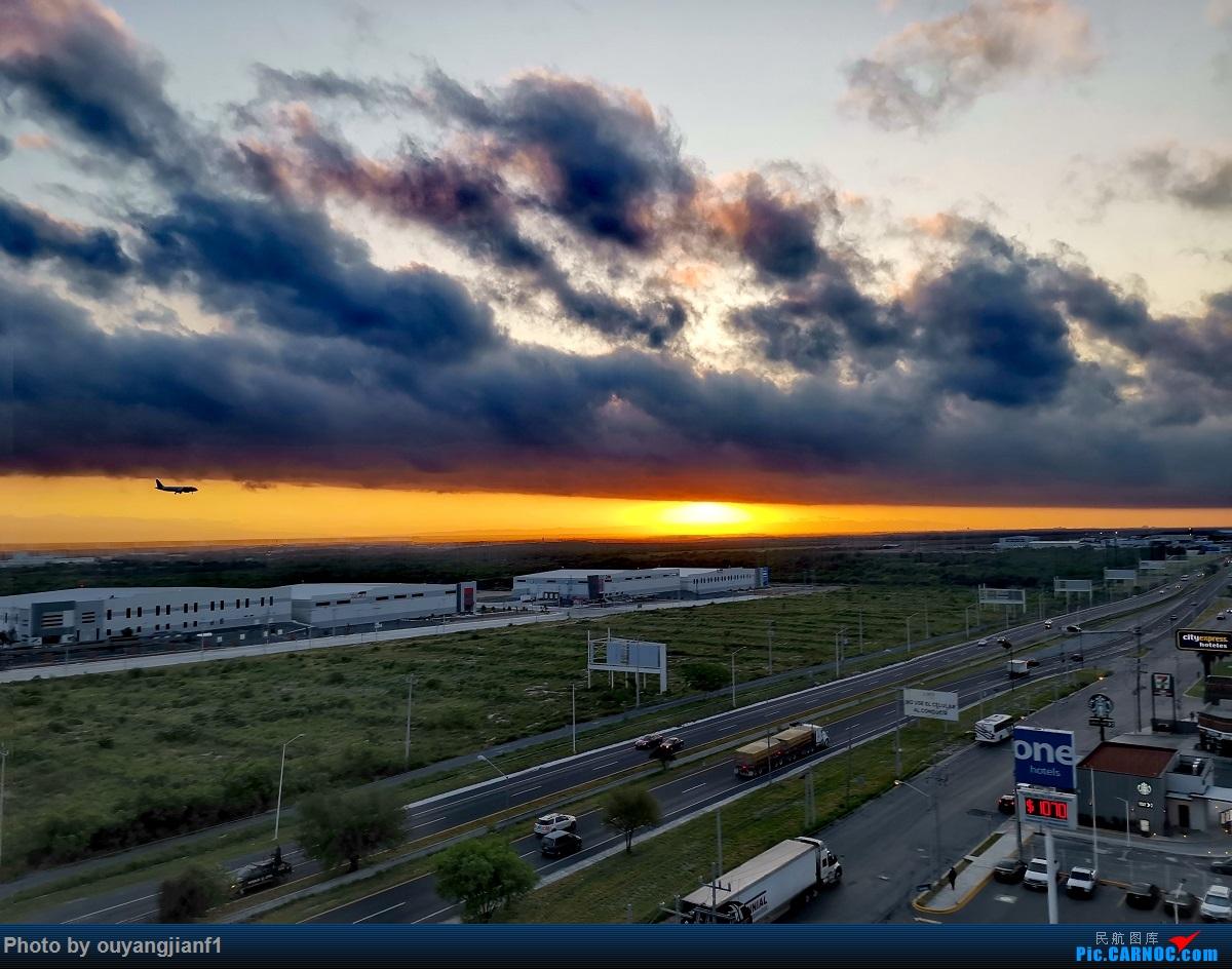 Re:[原创]终于有时间歇下来,可以总结一下2019年飞游记了,第五段,最疯狂的飞行,十二天内十二飞,五万公里穿越亚、欧、美,去往地球另一端拉美世界的第二次环球飞行! BOEING 737-800 XA-AXU 墨西哥蒙特雷国际机场 墨西哥蒙特雷国际机场