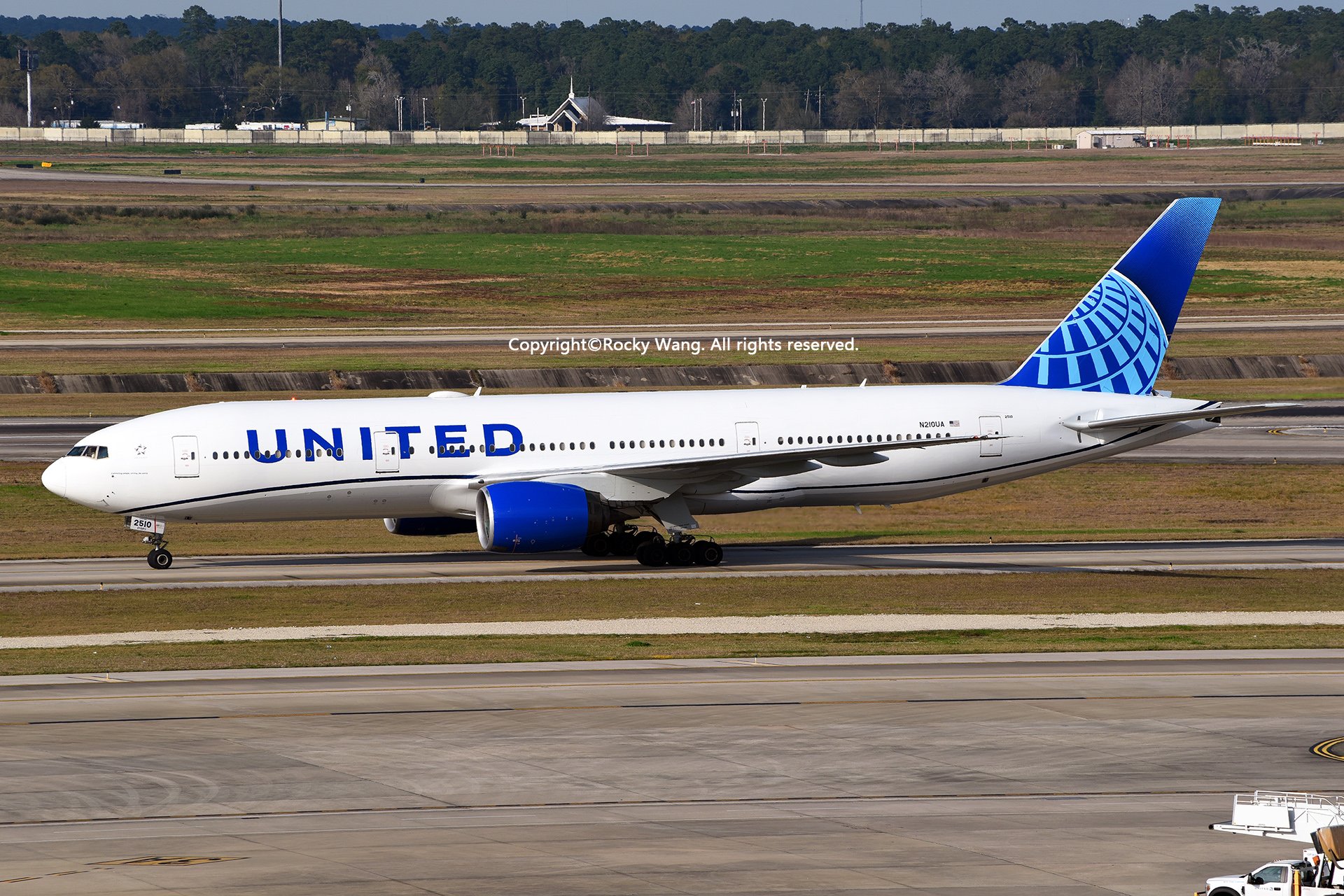 废贴删除吧 BOEING 777-222 N210UA Houston George Bush Intercontinental Air