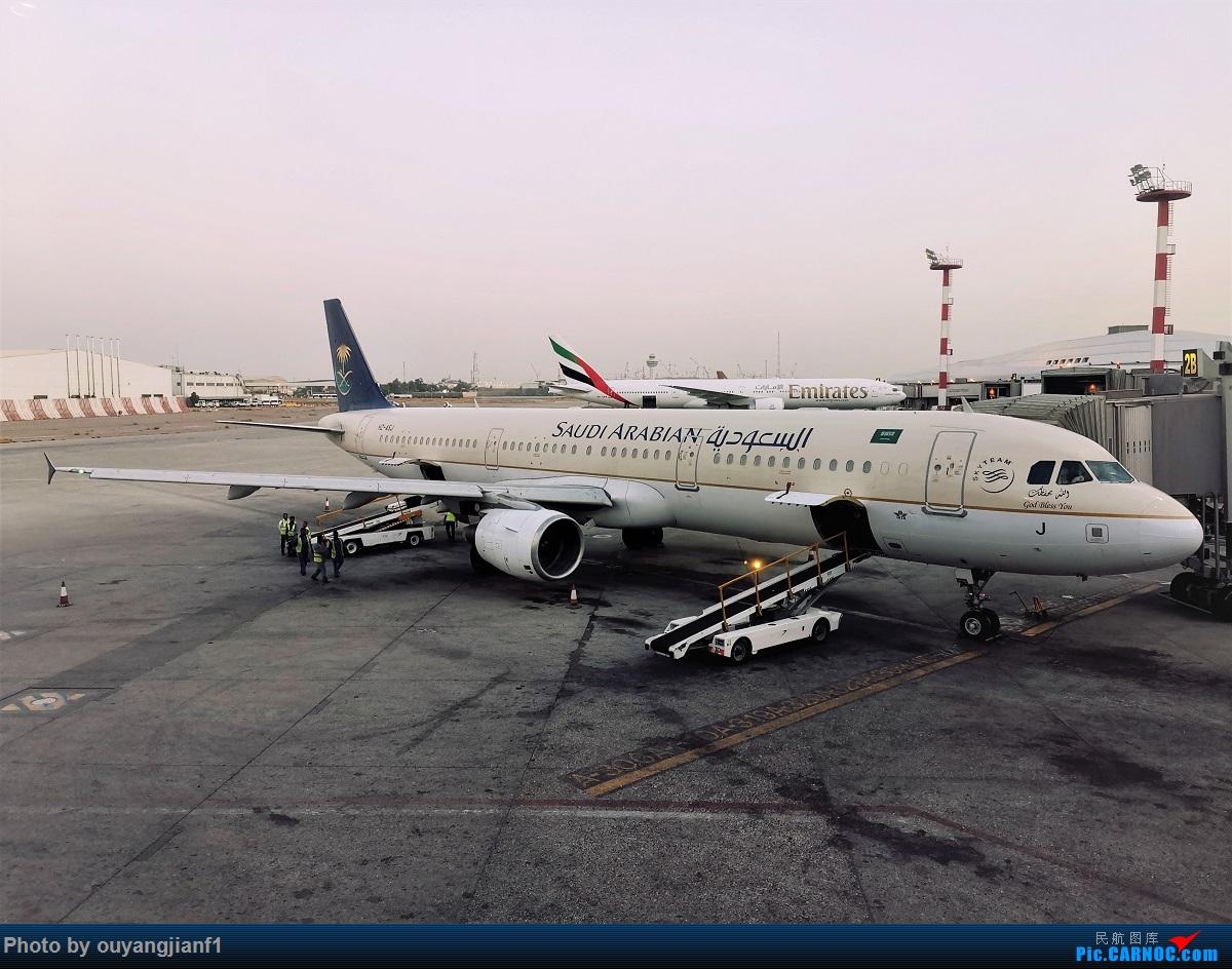 Re:[原创]终于有时间歇下来,可以好好总结一下2019年飞行游记了,第五段:一周之内的中东非洲之行,体验真土豪科威特航空,奇葩航沙特航空,动荡之下造访埃塞俄比亚航空总部! AIRBUS A321-200 HZ-ASJ 科威特科威特机场