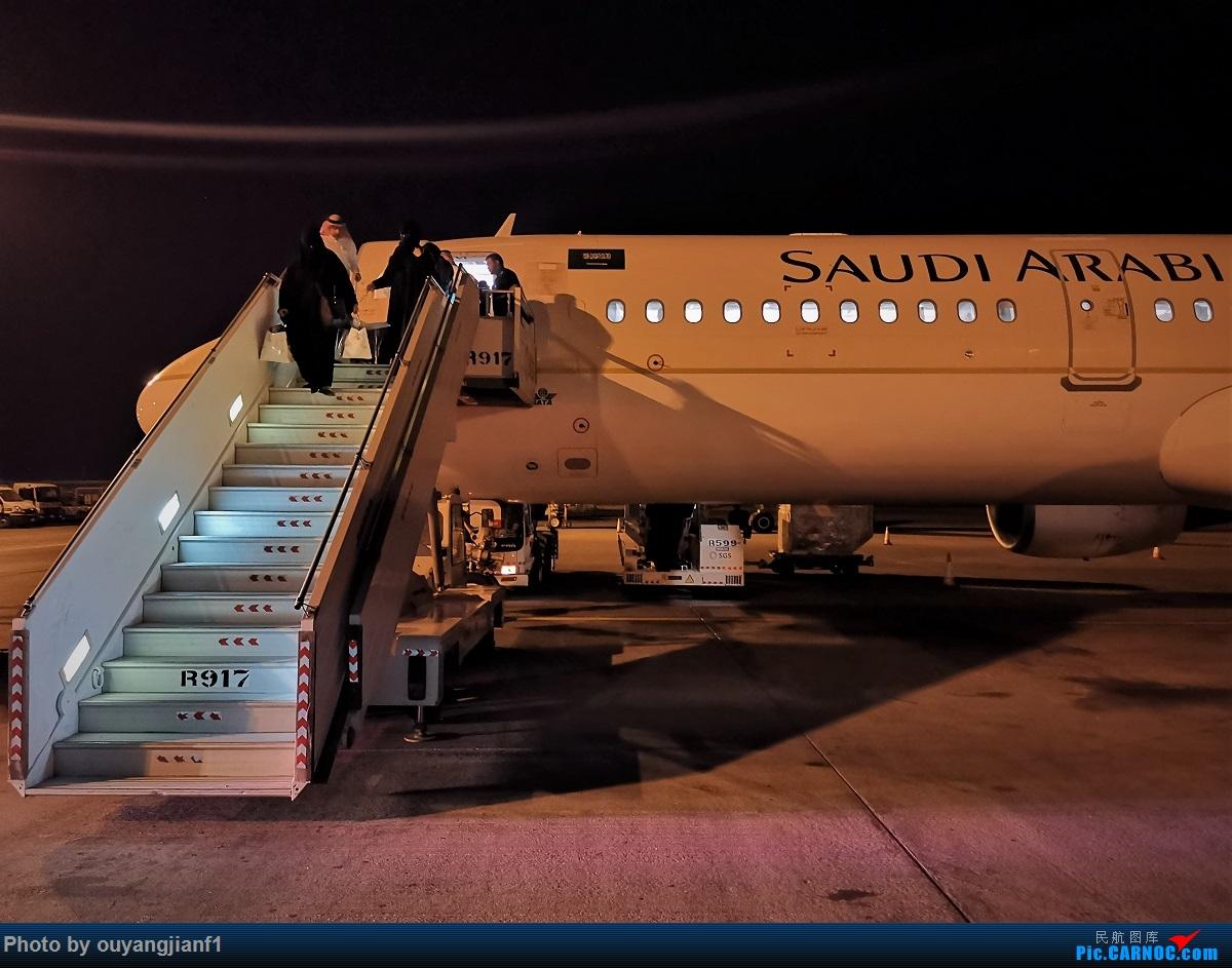 Re:[原创]终于有时间歇下来,可以好好总结一下2019年飞行游记了,第五段:一周之内的中东非洲之行,体验真土豪科威特航空,奇葩航沙特航空,动荡之下造访埃塞俄比亚航空总部! AIRBUS A321-200 HZ-ASJ 沙特阿拉伯哈立德国王机场
