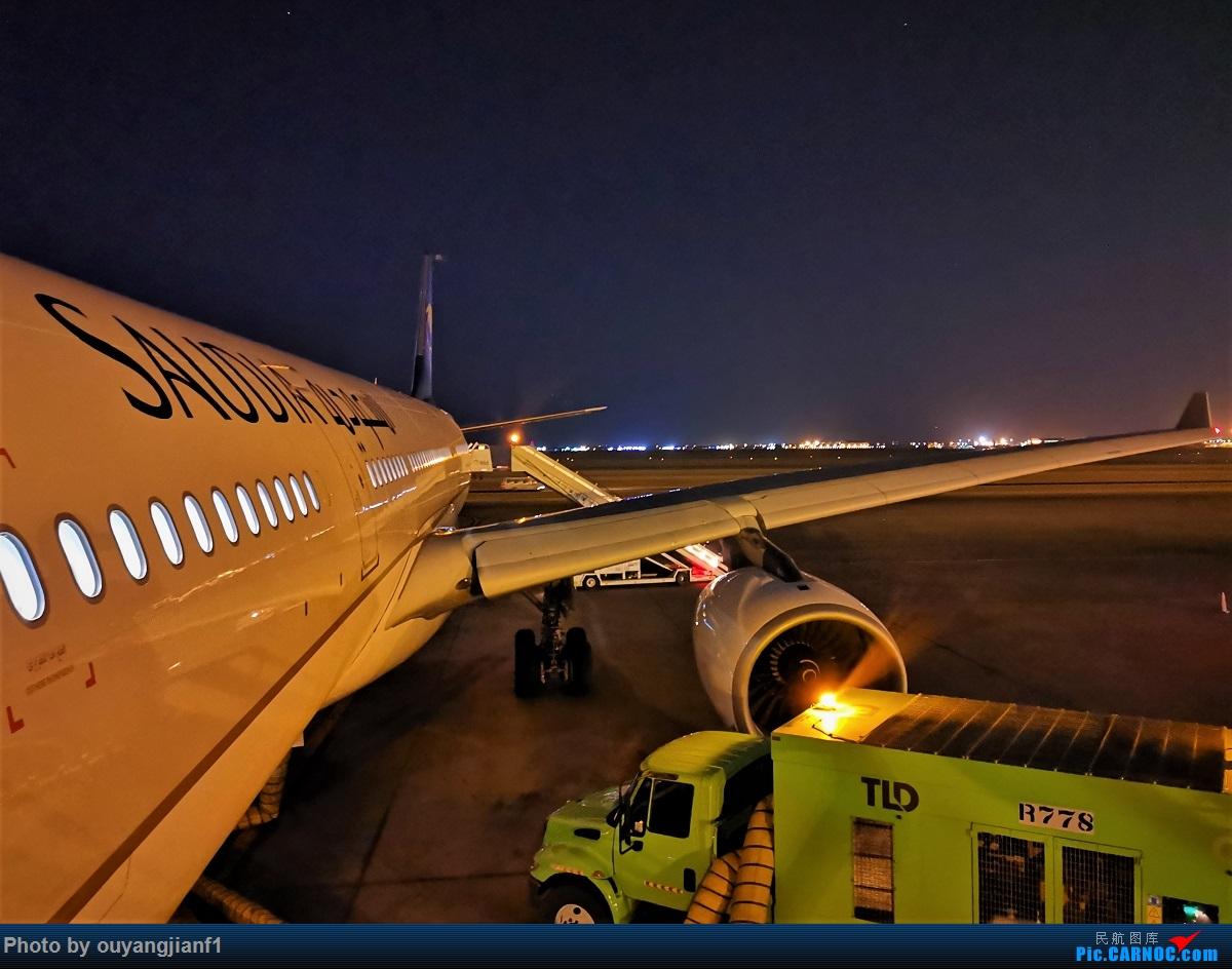 Re:[原创]终于有时间歇下来,可以好好总结一下2019年飞行游记了,第五段:一周之内的中东非洲之行,体验真土豪科威特航空,奇葩航沙特航空,动荡之下造访埃塞俄比亚航空总部! BOEING 777-300ER HZ-AQ16 沙特阿拉伯哈立德国王机场