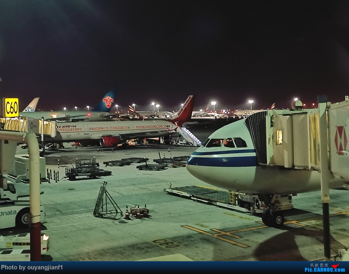 Re:[原创]终于有时间歇下来,可以好好总结一下2019年飞行游记了,第五段:一周之内的中东非洲之行,体验真土豪科威特航空,奇葩航沙特航空,动荡之下造访埃塞俄比亚航空总部! AIRBUS A330-300 B-5901 阿拉伯联合酋长国迪拜国际机场