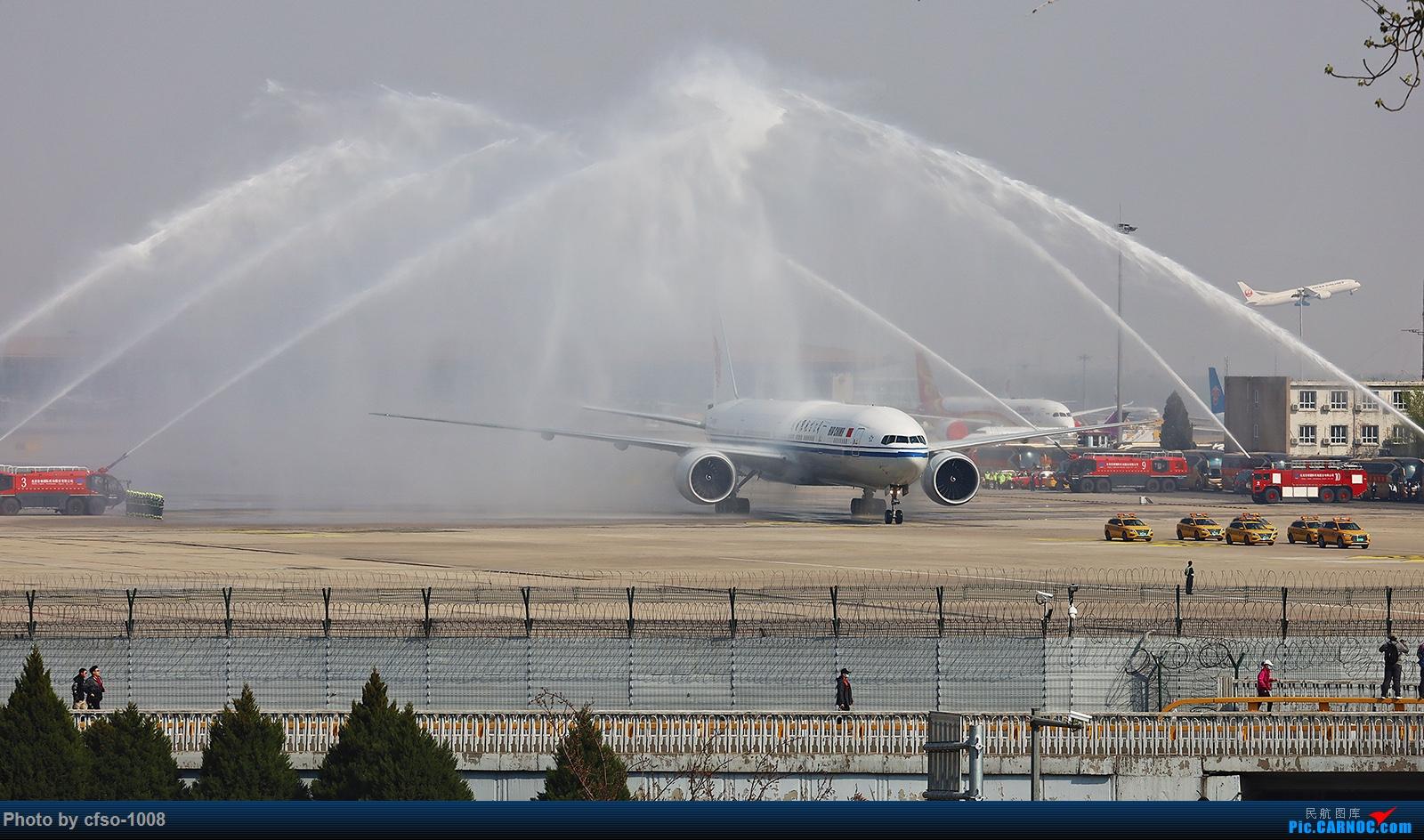 [原创]迎接援鄂战士乘坐的77W载誉凯旋 BOEING 777-300ER B-7869 中国北京首都国际机场