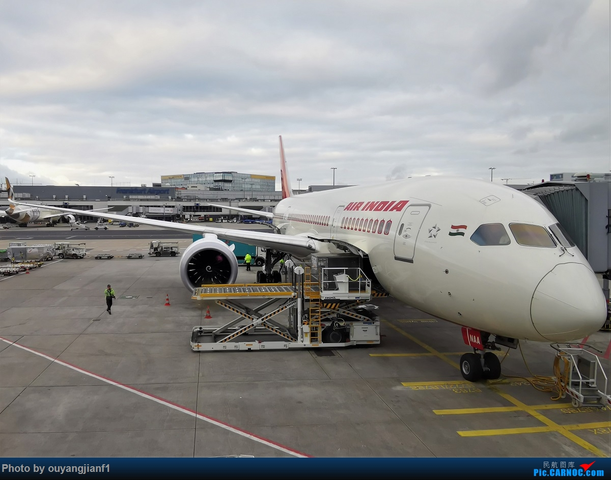 Re:[原创]2020年第一飞,赶在疫情全球蔓延前出去转一圈,看看冰封之下的贝加尔湖,会会老朋友法兰克福,跨过夕阳下的英吉利,感受爱尔兰的擎天柱,在PEK见证疫情之下的停机场 BOEING 787-8 VT-NAA 德国法兰克福机场