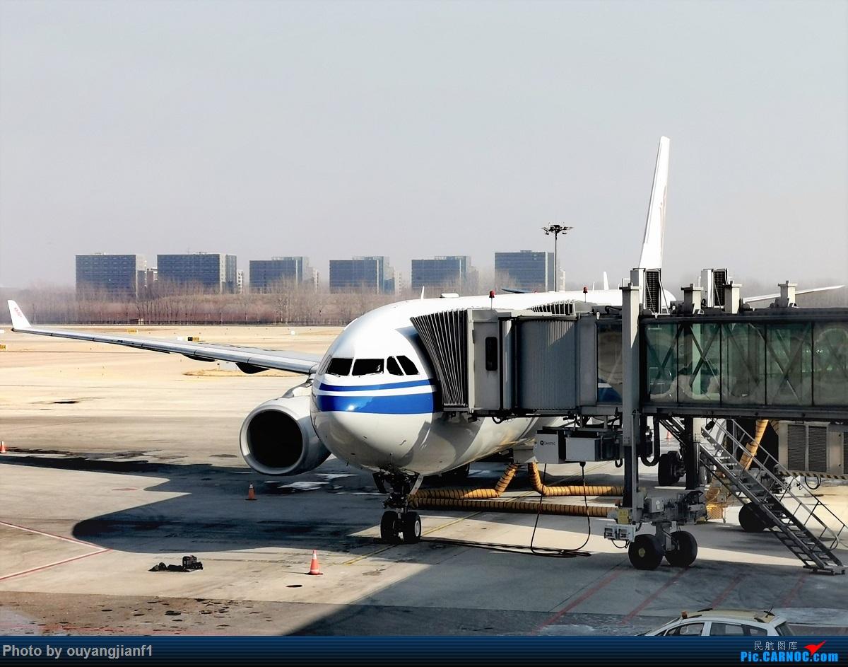 Re:[原创]2020年第一飞,赶在疫情全球蔓延前出去转一圈,看看冰封之下的贝加尔湖,会会老朋友法兰克福,跨过夕阳下的英吉利,感受爱尔兰的擎天柱,在PEK见证疫情之下的停机场 AIRBUS A330-300 B-6525 中国北京首都国际机场