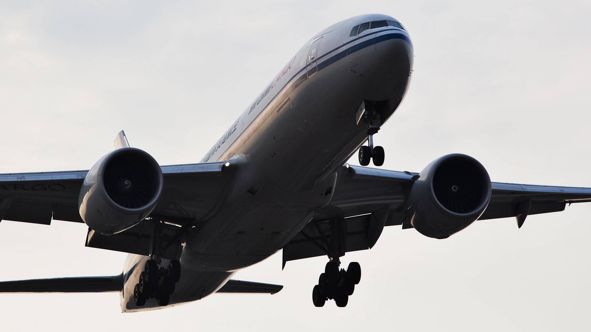 Re:[原创].....【DLC】.... BOEING 777F B-2095 中国大连国际机场