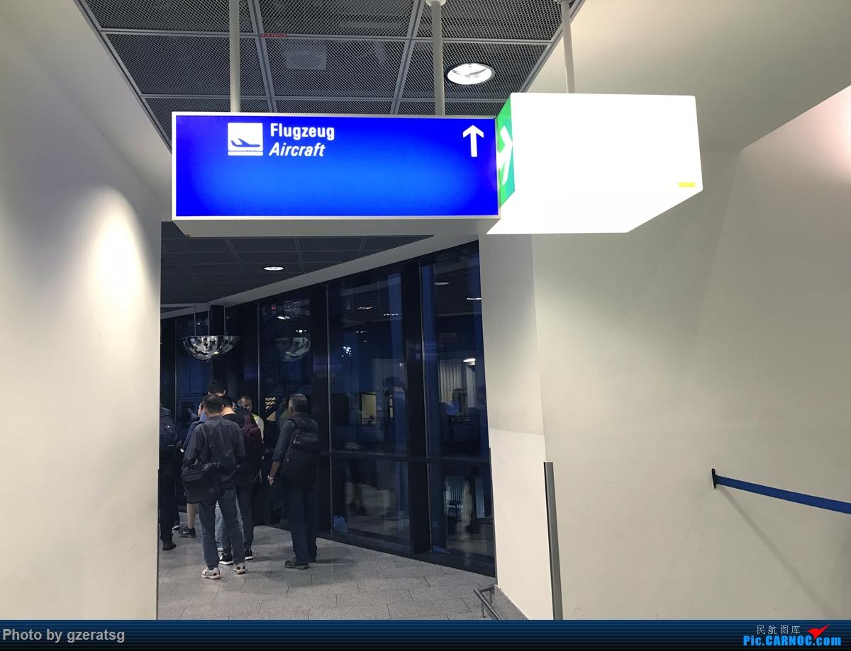 Re:[原创]【拖延症患者的飞行游记】有去有回 - 从法兰克福回新加坡,体验体验新加坡航空B77W优选经济舱 BOEING 777-300ER 9V-SWO FRA 德国法兰克福机场