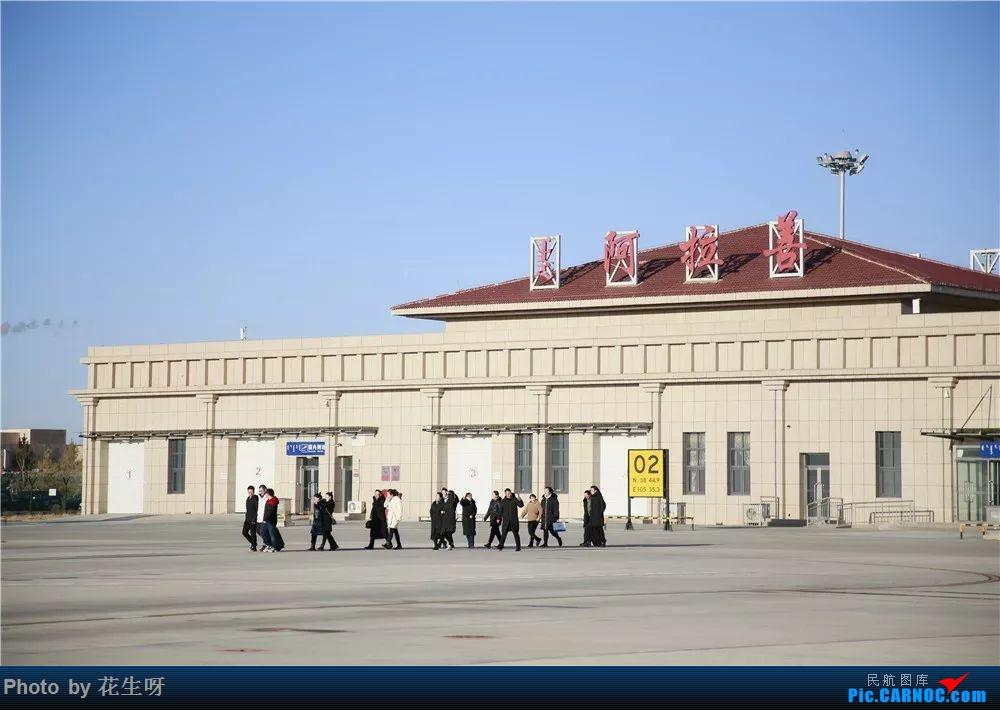 Re:[求]跪求各城市机场航站楼醒目标志LOGO照片,小弟在此谢过了。谢谢谢谢,赠送小飞机o    中国阿拉善左旗机场