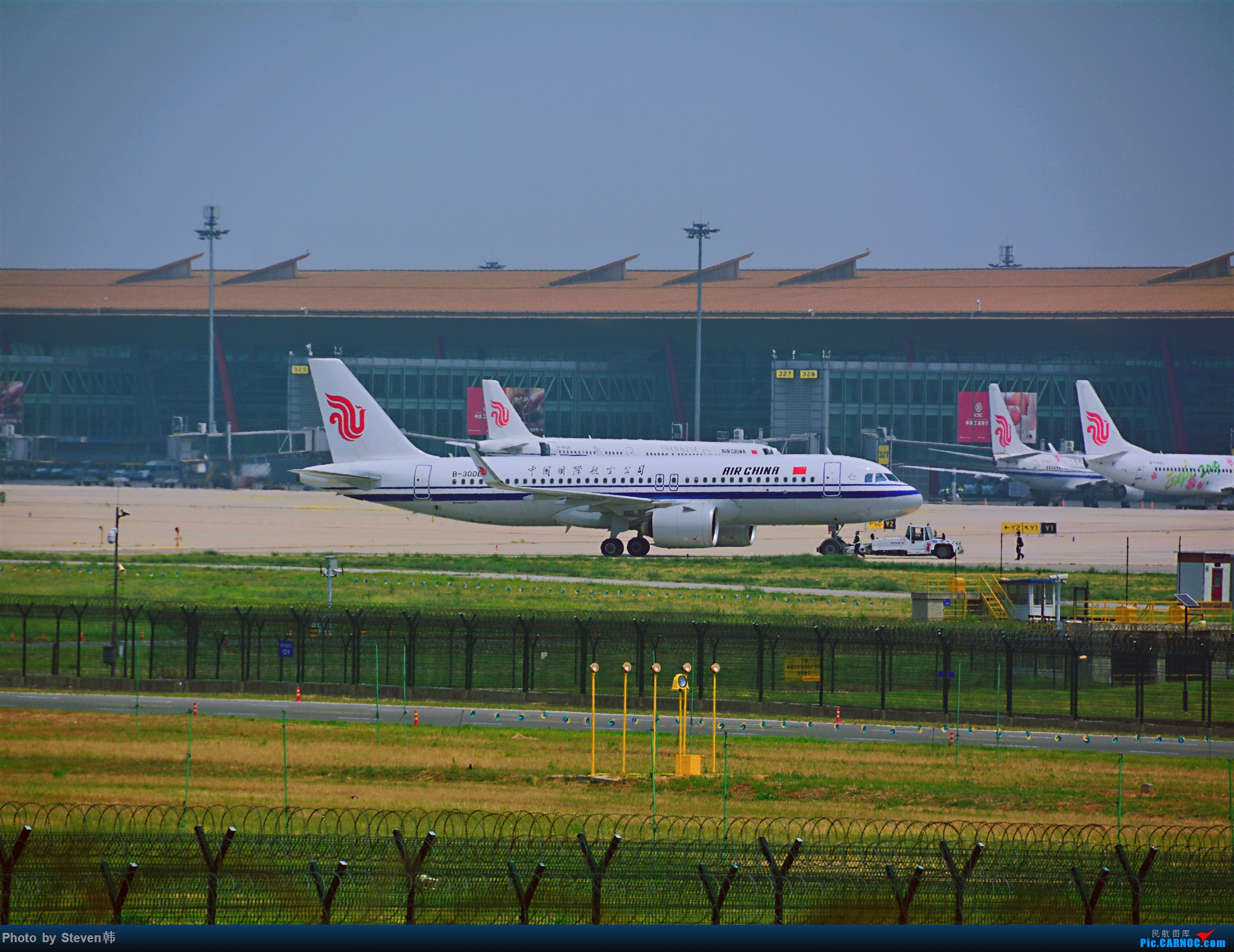 [原创]首都机场八卦台的推出320Neo AIRBUS A320NEO B-30DB 中国北京首都国际机场