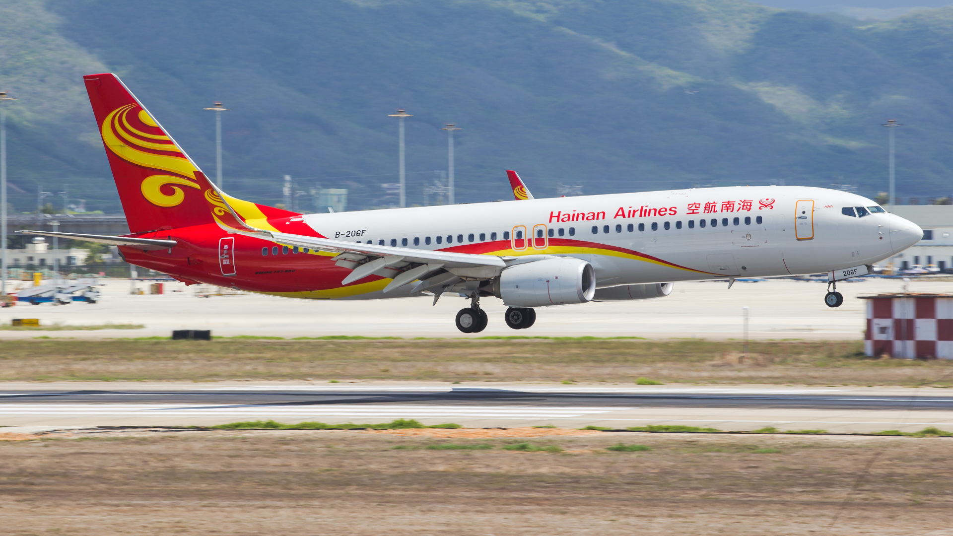 Re:[原创]。。。[SYX]北纬18°的三亚日记。。。(二) BOEING 737-800 B-206F 中国三亚凤凰国际机场