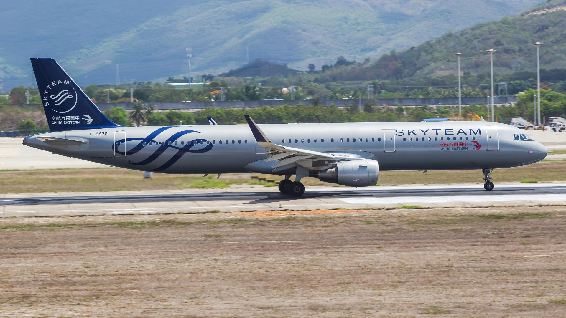 Re:[原创]。。。[SYX]北纬18°的三亚日记。。。(二) AIRBUS A321-200 B-8976 中国三亚凤凰国际机场