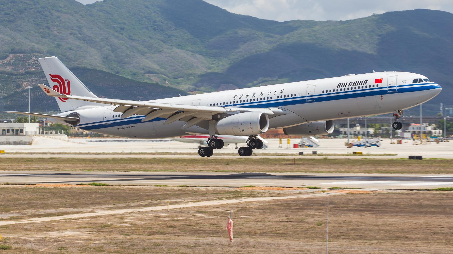 Re:[原创]。。。[SYX]北纬18°的三亚日记。。。(二) AIRBUS A330-300 B-5947 中国三亚凤凰国际机场