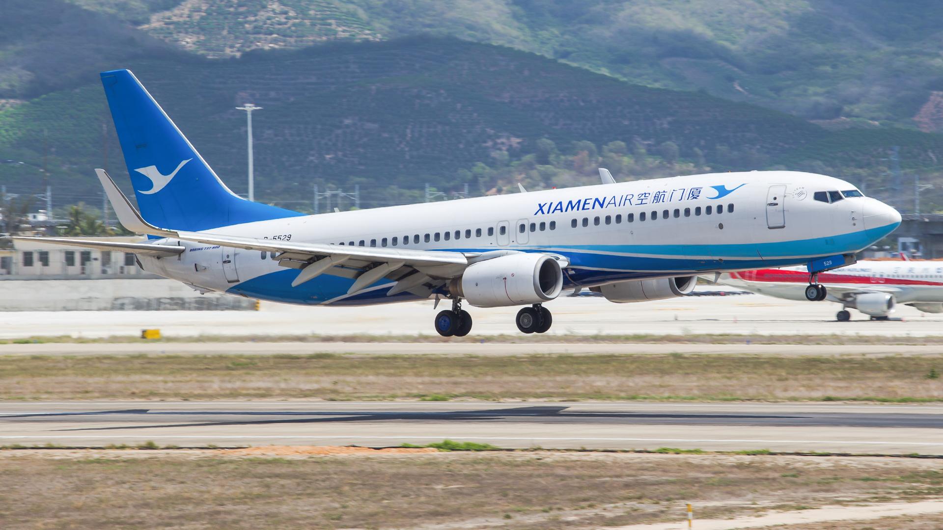 Re:[原创]。。。[SYX]北纬18°的三亚日记。。。(二) BOEING 737-800 B-5529 中国三亚凤凰国际机场