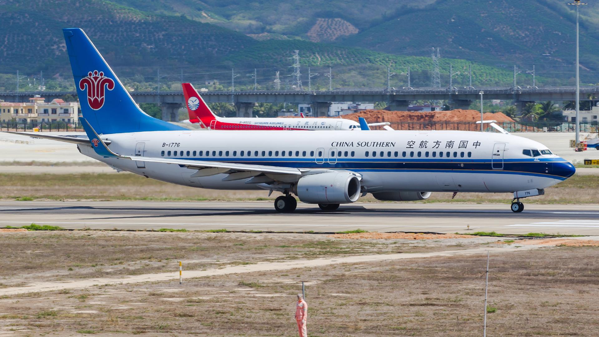 Re:[原创]。。。[SYX]北纬18°的三亚日记。。。(二) BOEING 737-800 B-1776 中国三亚凤凰国际机场