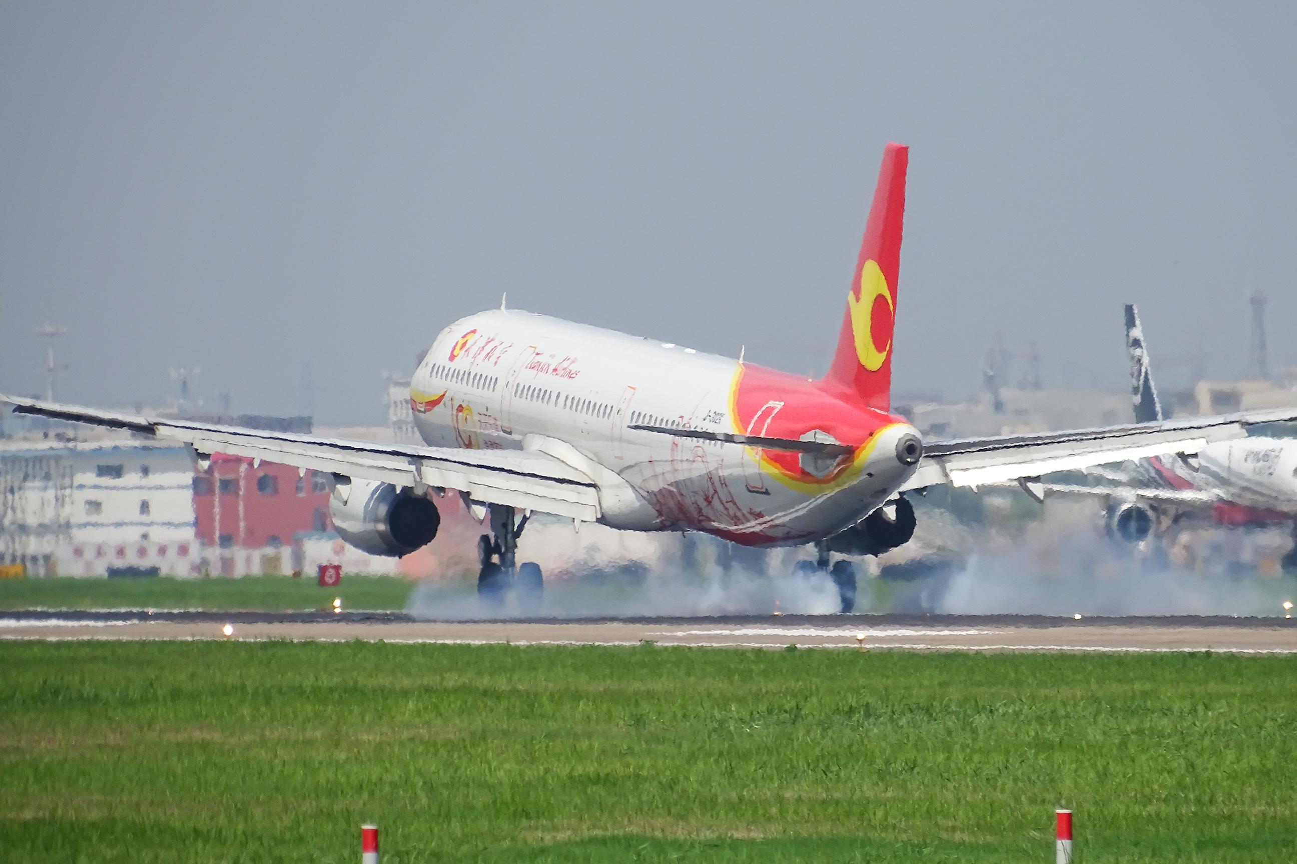 Re:[原创]萧山机场拍机 AIRBUS A321-200 B-302X 中国杭州萧山国际机场