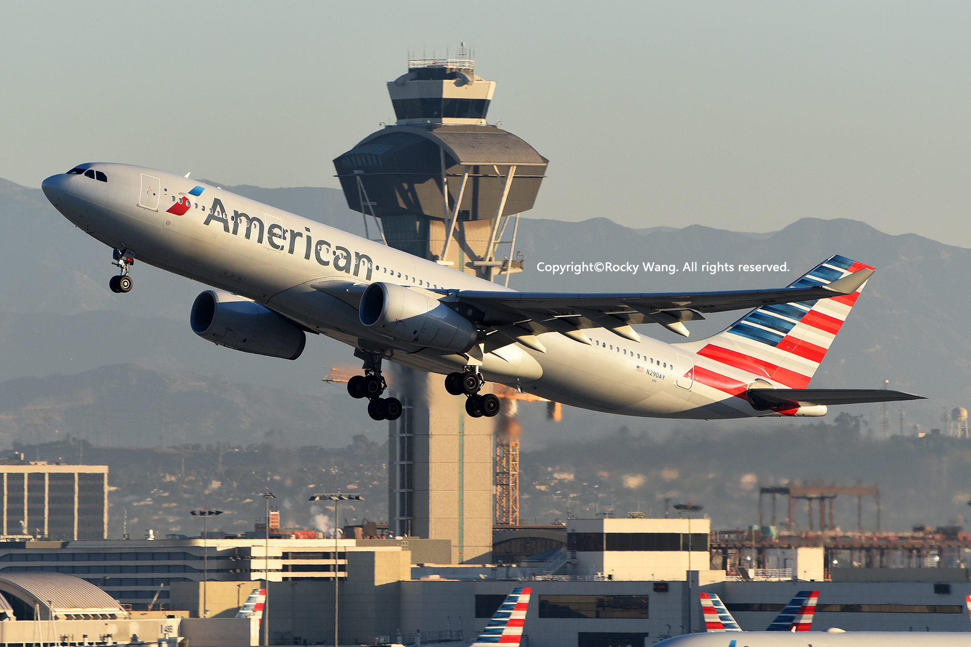 Re:[原创]LAX-暖冬与残夏 AIRBUS A330-243 N290AY Los Angeles Int'l Airport
