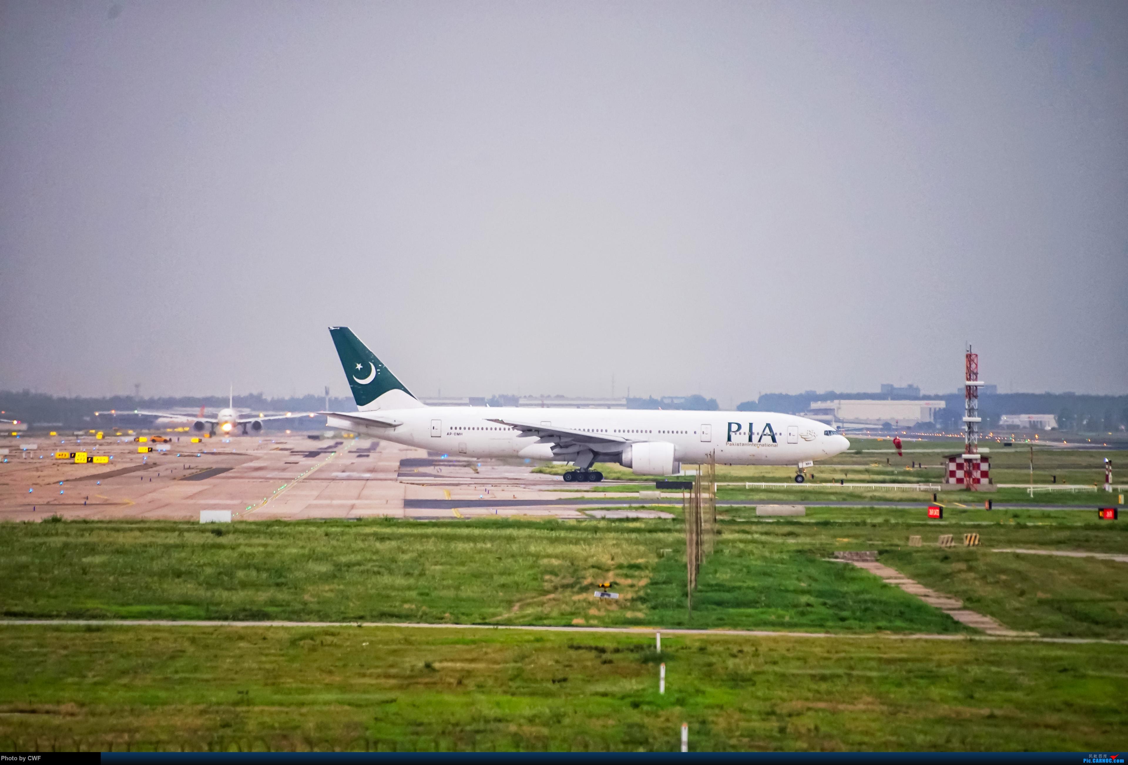 Re:[原创]PEK 拍机 BOEING 777-200ER AP-BMH 中国北京首都国际机场
