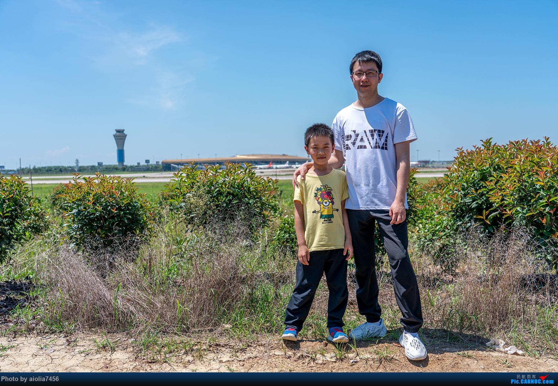 Re:[原创]【霸都打机队】三伏天去桥机场晒太阳,我晒红了,儿子没有。。。     飞友