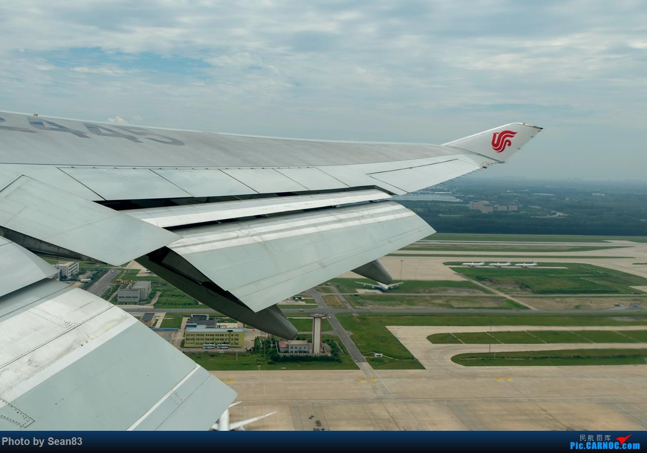 Re:[原创]24小时沪京深--体验26.5岁的女皇 BOEING 747-400 B-2445 中国北京首都国际机场