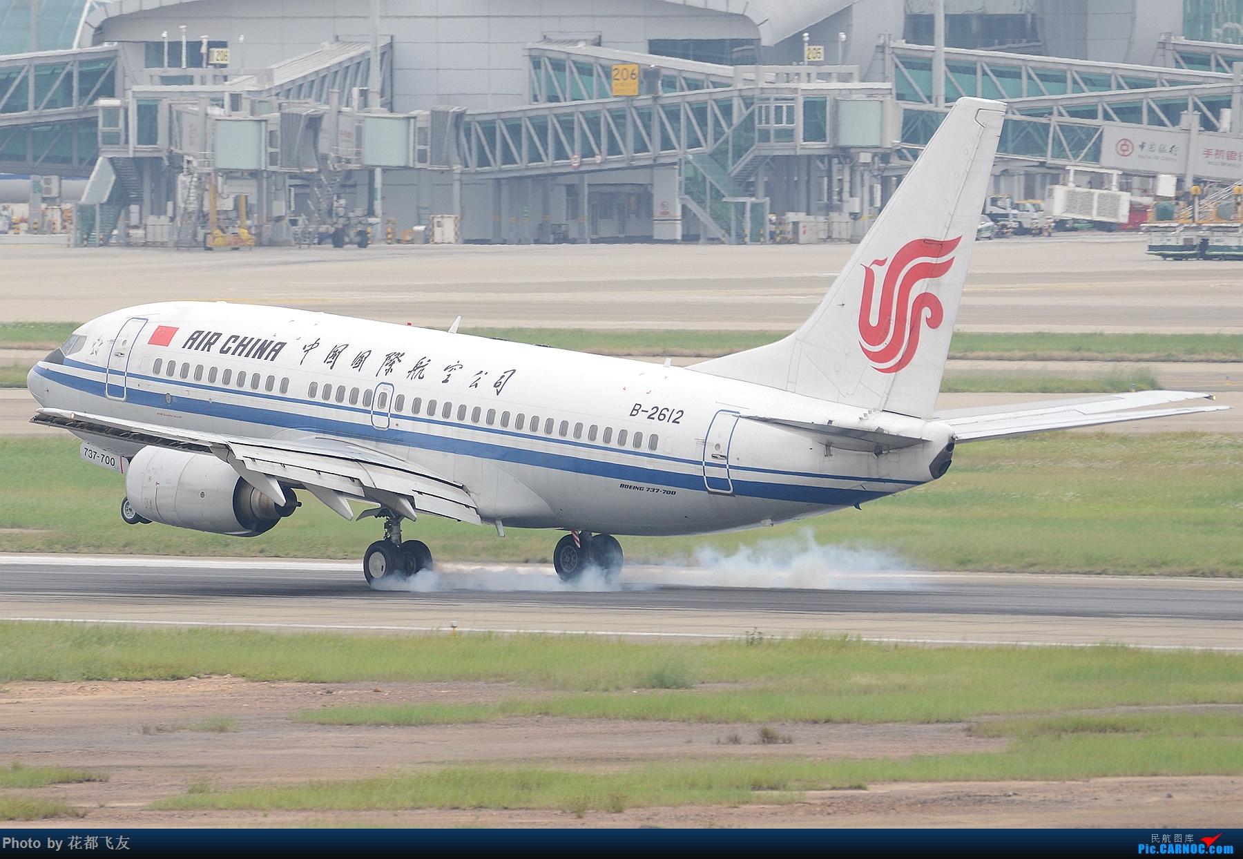 B-2612国航737-700擦烟降落 BOEING 737-700 B-2612 中国广州白云国际机场