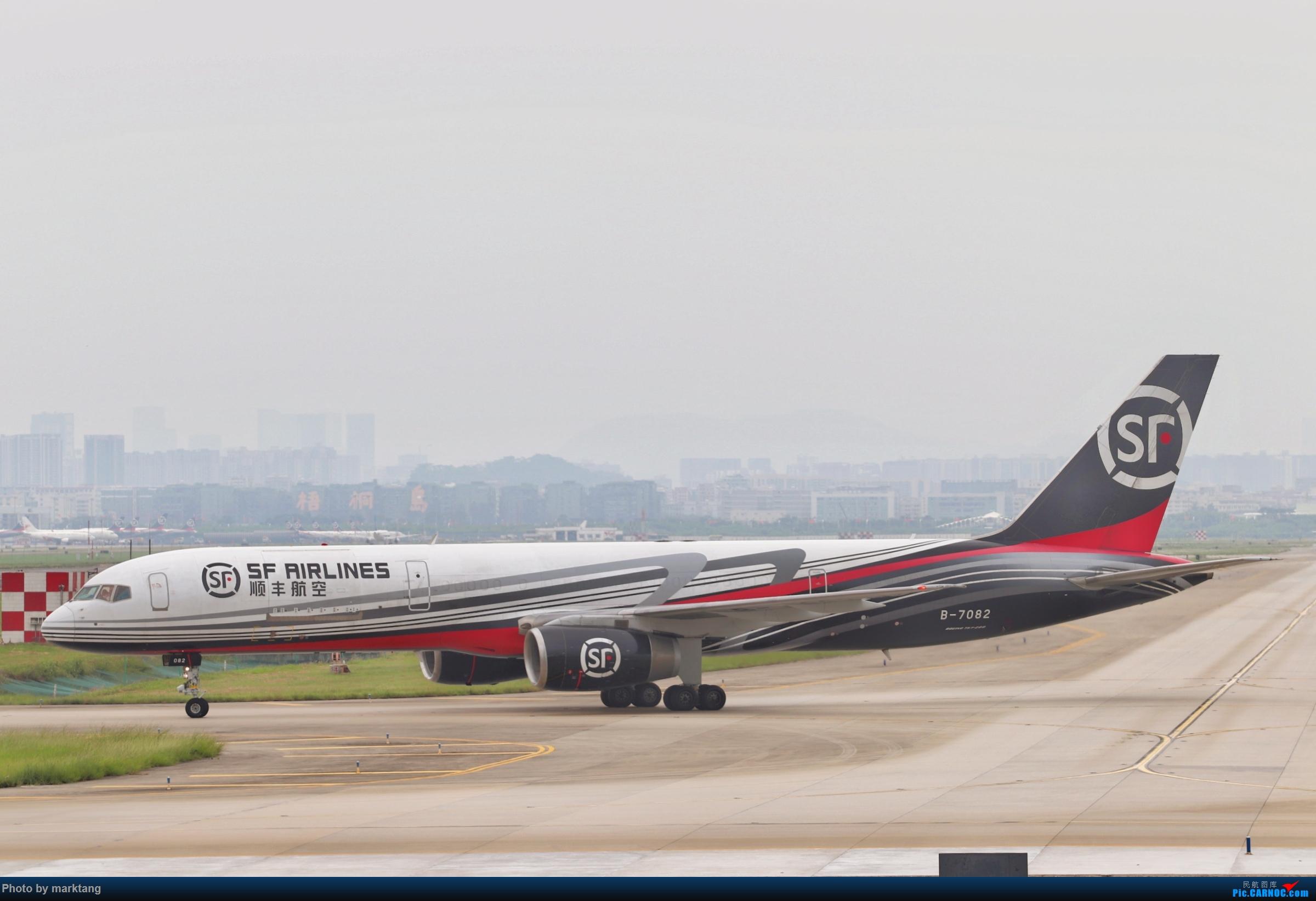 顺丰航空 波音752 BOEING 757-200 B-7082 中国深圳宝安国际机场