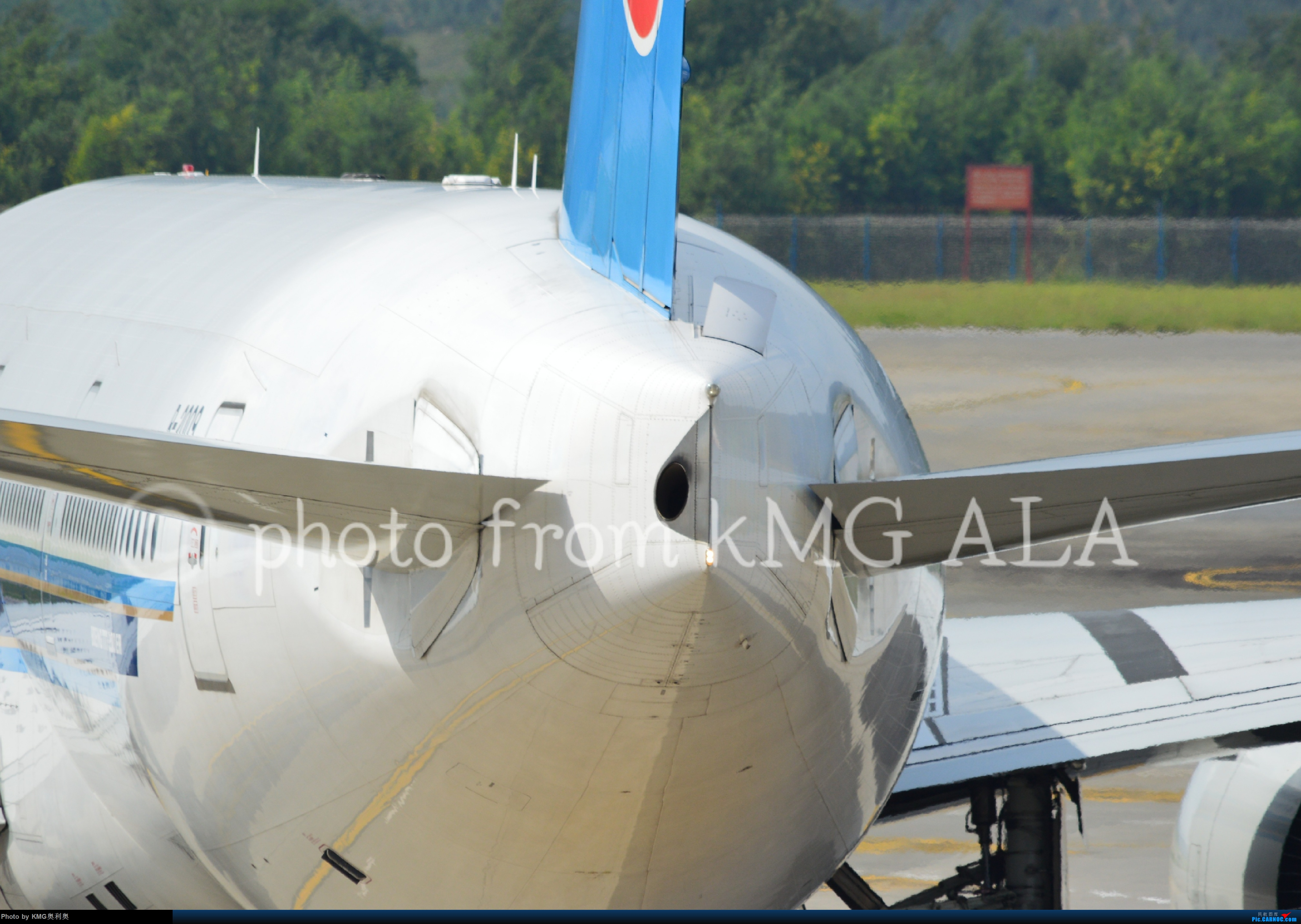 Re:[原创]南航77w 踏足昆明 BOEING 777-300ER B2009 昆明西观景台
