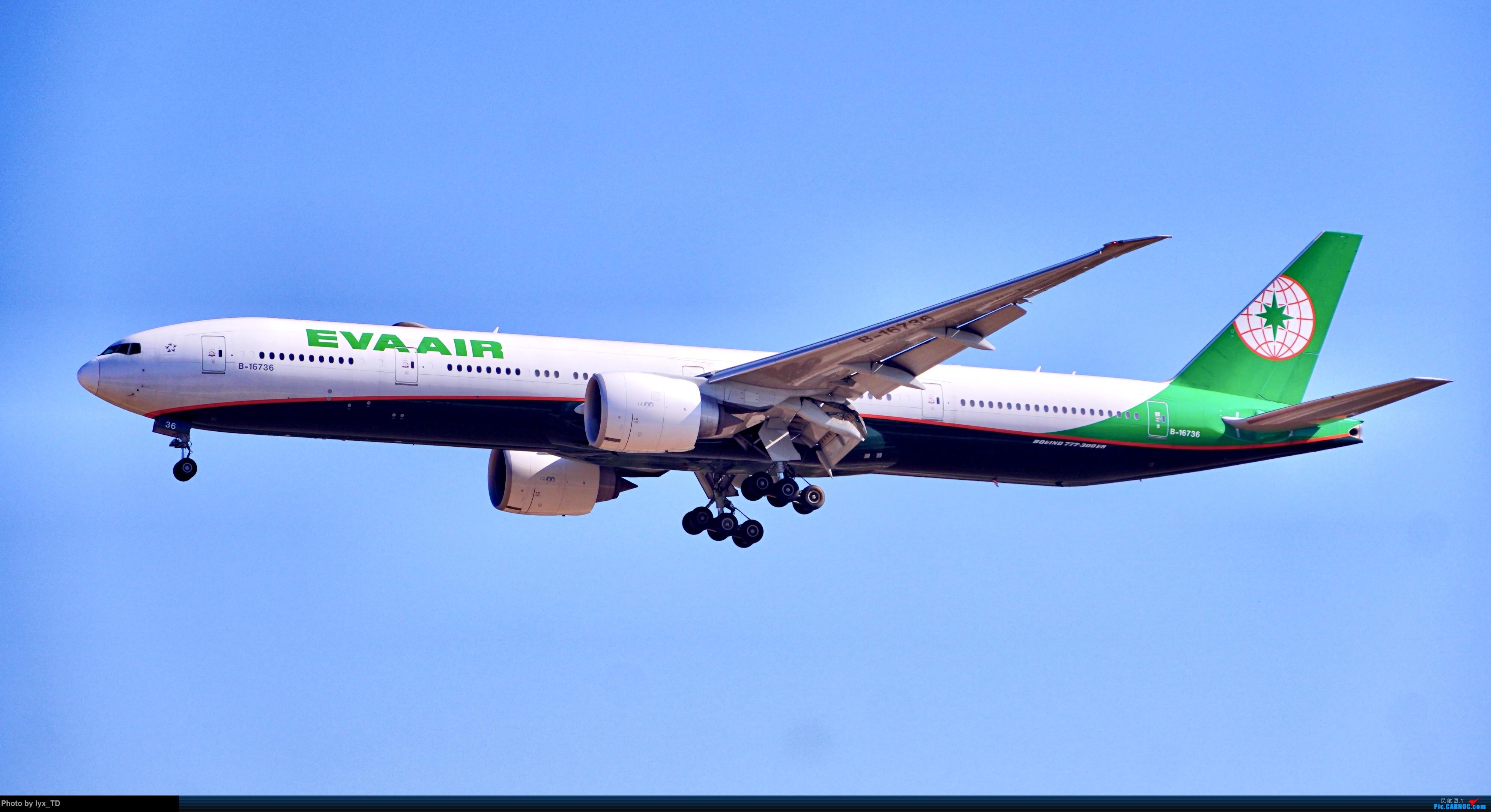 Re:20220.10.24PEK拍机,EVA77W、国航孔雀(1) BOEING 777-300ER B-16736 北京首都国际机场