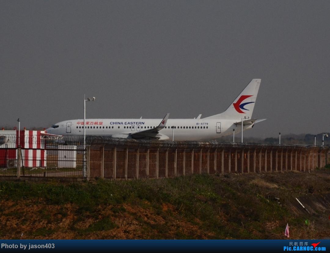 B-5779进入04L跑道 BOEING 737-800 B-5779 武汉天河国际机场